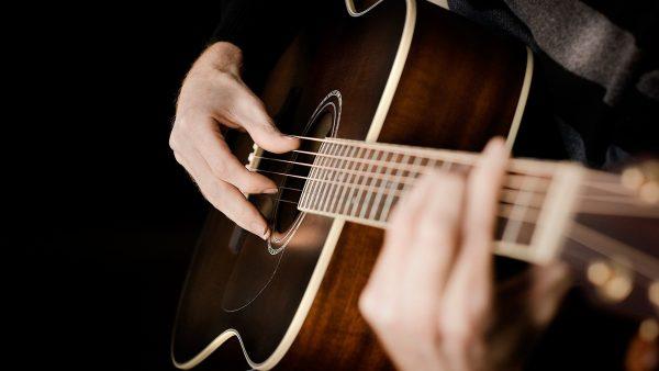Best Acoustic Guitars Under £1000 1